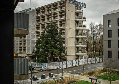 Derrière le 6B, Saint-Denis par Julien Barret