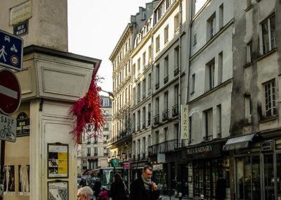 Le long de la rue Dauphine, entre la rue Christine et le Pont Neuf par Julien Barret-11