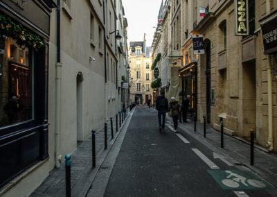 Le long de la rue Dauphine, entre la rue Christine et le Pont Neuf par Julien Barret-12