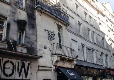 Le long de la rue Dauphine, entre la rue Christine et le Pont Neuf par Julien Barret-4