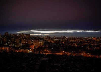 bandeau clair sur fond noir par Julien Barret