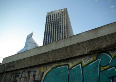 Graffiti et building à la Défense©JulienBarret