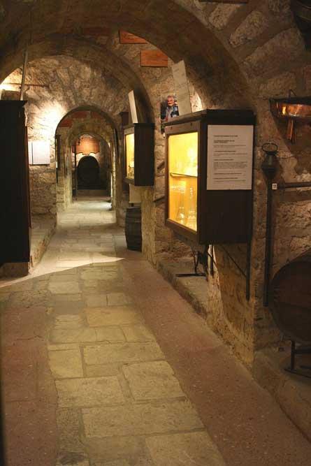 Cave du Musée du vin Wikimedia Commons