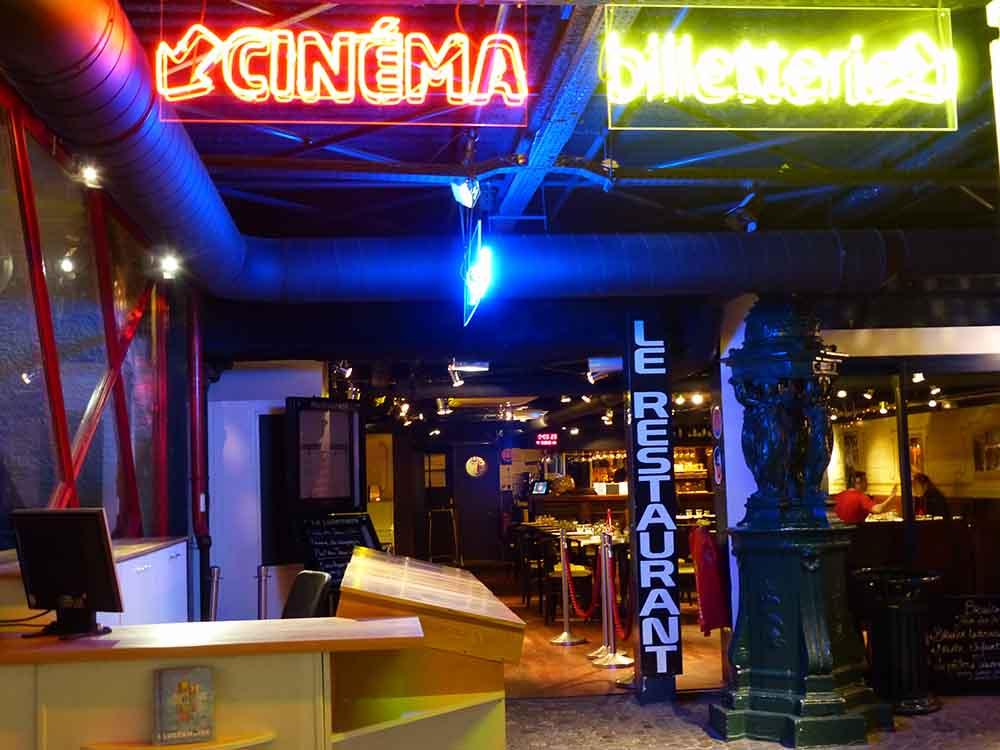 L'entrée du cinéma dans le hall du Lucernaire @DR