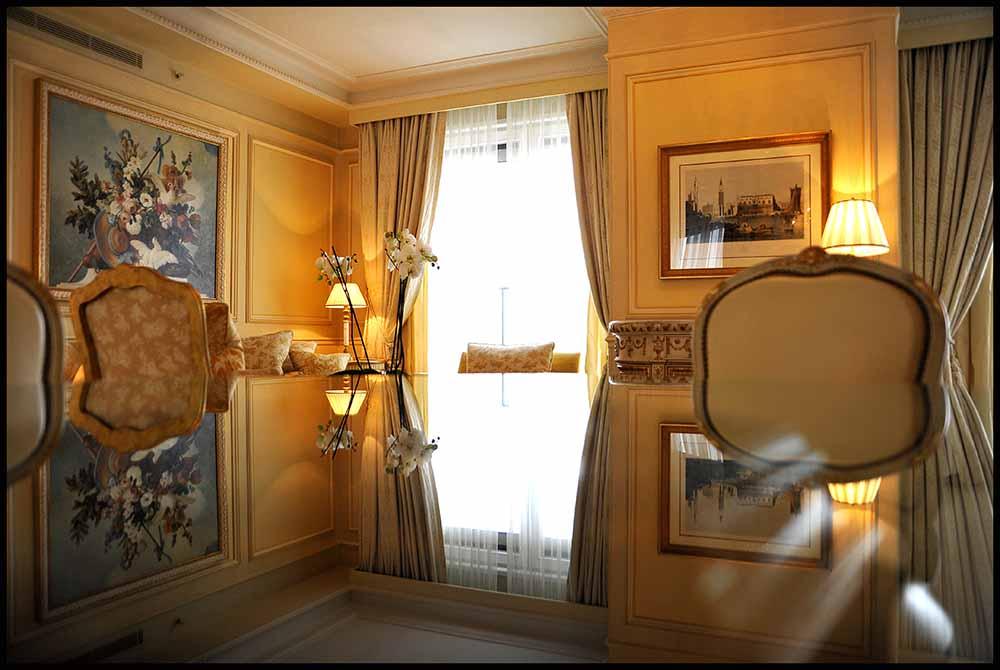 Vue sur une suite du palace George V ©PhilippeMuraro