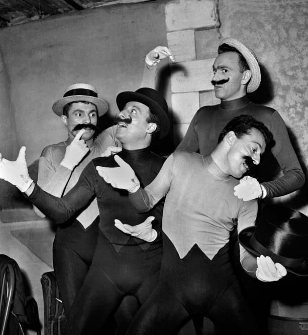 Les frères Jacques, théâtre Daunou, décembre 1952 © Studio Lipnitzki / Roger-Viollet