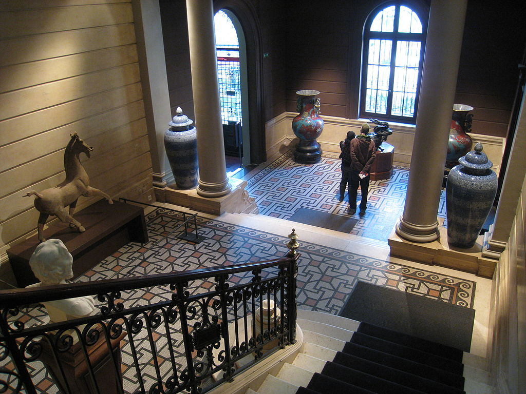 escalier du Musée Cernuschi Par Daderot, commons.wikimedia