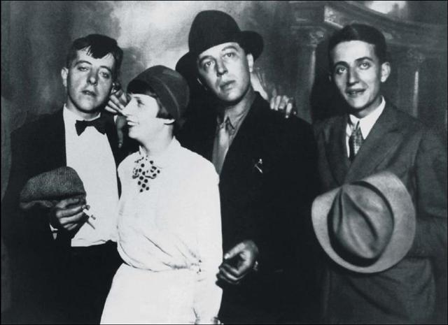Jacques, Simone, André Breton et Pierre Prévert D.R.