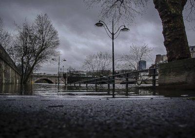 La Seine en crue au Pont de Sully par J. Barret
