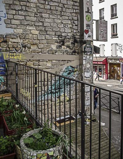 Le dénivelé de la contre-terasse Place Fréhel par J Barret