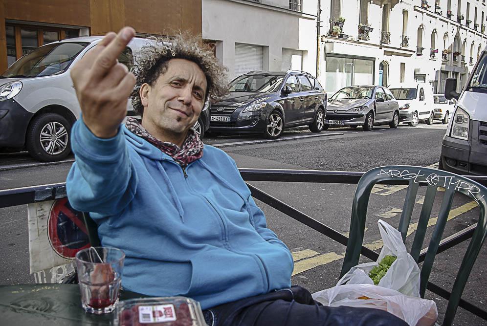 Pilote le Hot doigtant l'objectif par Julien Barret