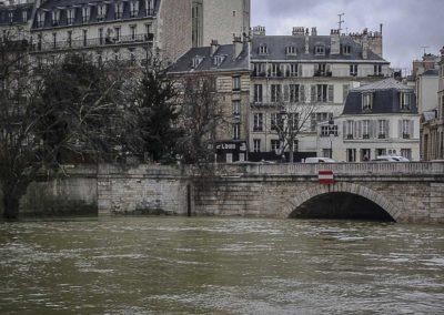 Seine en crue au pont de Sully par J. Barret