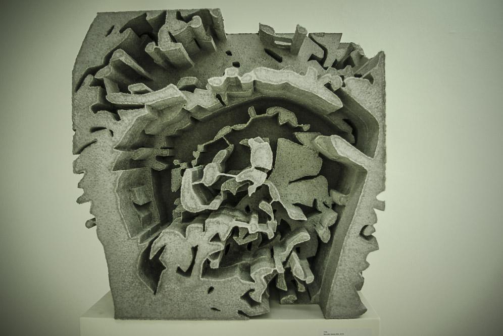 Oeuvre exposée à la galerie Magada Daniscz, selon un nouveau procédé de béton moulé au polystyrène