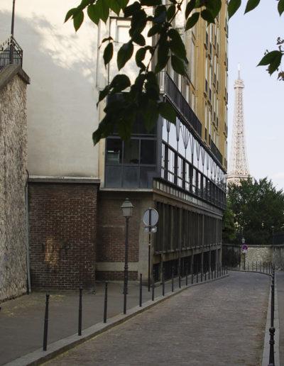 Vue de la rue Berton en juillet 2018, avec l'immeuble d'Auguste Perret à gauche @J.Barret
