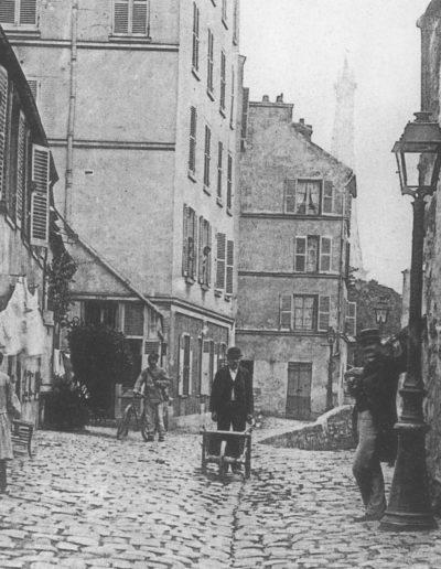 Vue de la rue Berton prise dans les années 1900, du côté de l'avenue de Lamballe, avec la tour Eiffel en arrière plan. © Parimagine