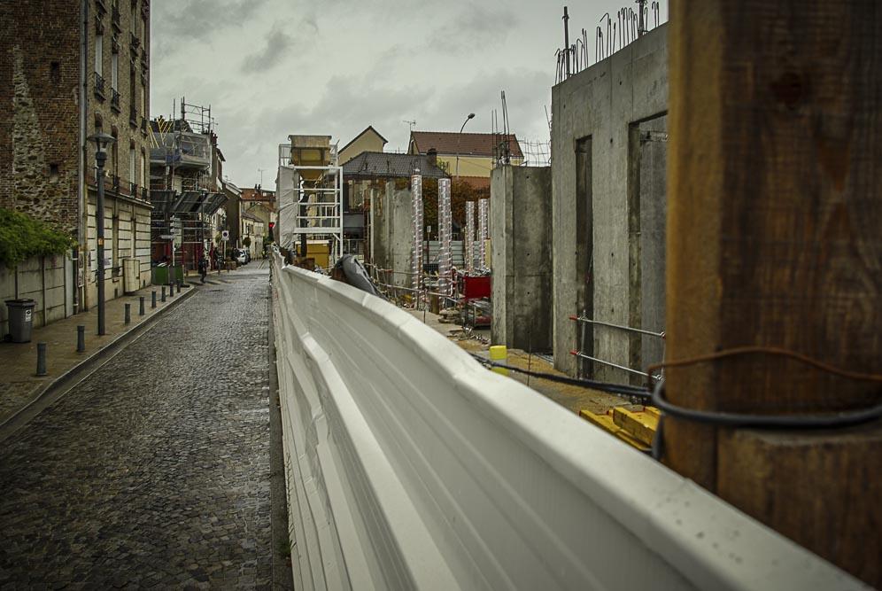 clôture de chantier dans la rue Saint Germain à Romainville ©J.Barret