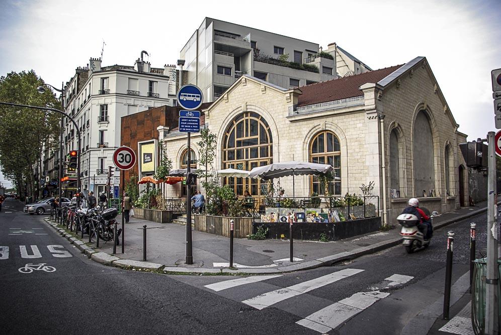 Le regard ludique aui croisement de la rue Belliard et de l'av de St Ouen par J Barret