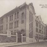 Carte postale ancienne montrant «l'École Commerciale de la rue Armand Moisant» @Parimagine