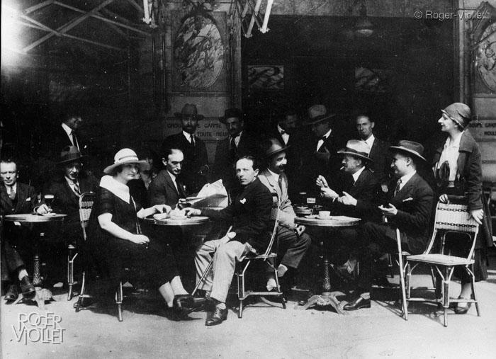 Madame Zak, Zborowski et Eugène Zak (1894-1926) à la Rotonde © Roger-Viollet