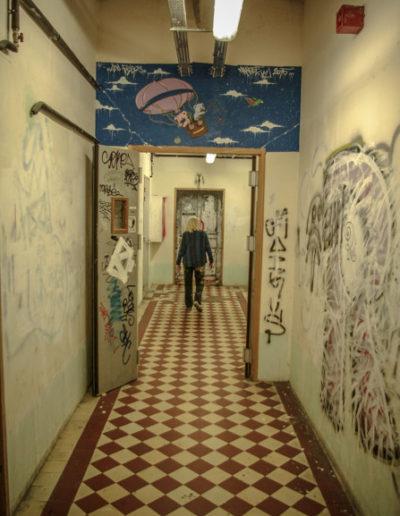 France Mitrofanoff dans un couloir des Frigos par J.Barret