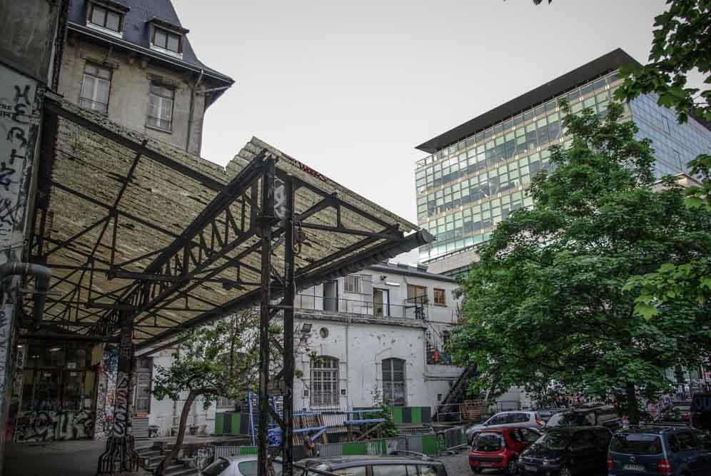 bâtiment moderne abritant Flammarion en face des Frigos @autourdeparis