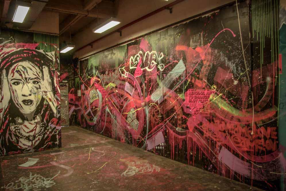 en face de la galerie l'Aiguillage aux Frigos par J.Barret