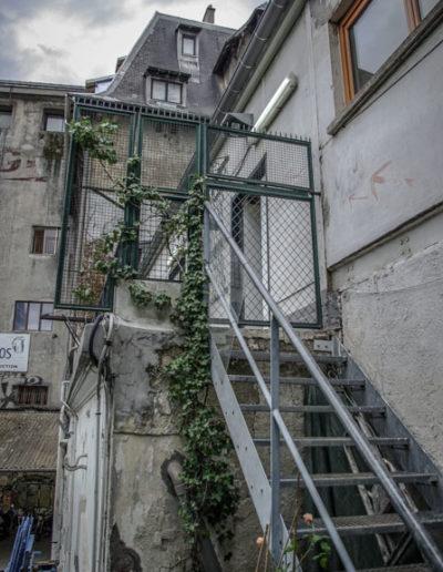 escalier menant aux ateliers Stéphane Gerard aux Frigos par J.Barret