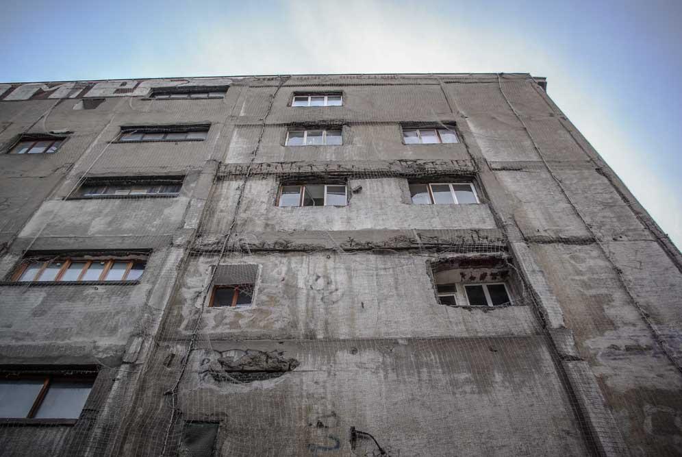 façade est des Frigos, avec ouvertures de tailles diverses @autourdeparis