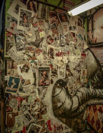 porte recouverte des stickers aux Frigos par J.Barret