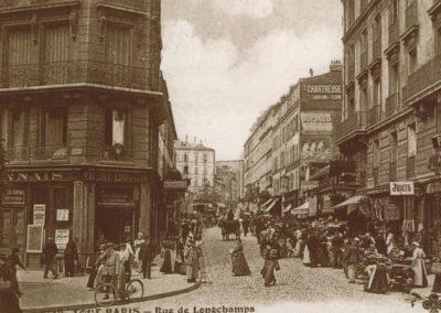 Une rue de Longchamp moins animée qu'en 1910