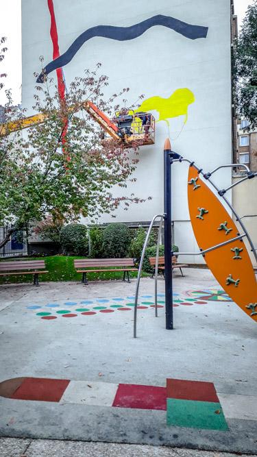 La fresque de Zloty, avec les jeux pour enfant du parc, au 44 rue du Dessous-des-Berges le 22 octobre 2019 @J.Barret