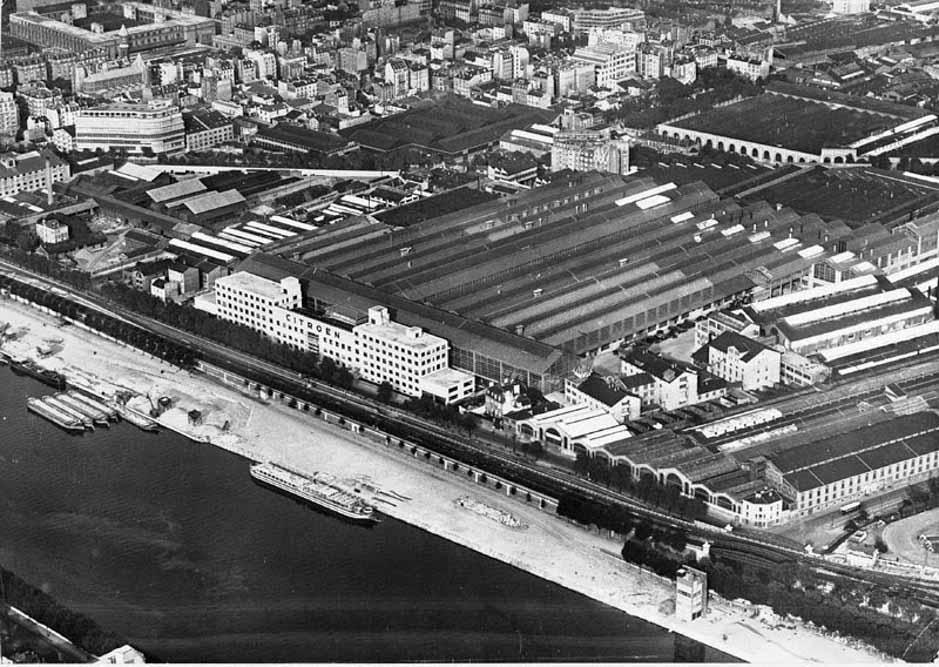 Vue aérienne sur l'usine Citroën et le quai de Javel vers 1960 ©SHA15