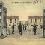 L'entrée de la caserne Grenelle prise vers 1910 © Coll. SHA XV