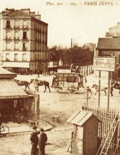 «Vue de la porte de Saint-Cloud et de son pavillon d'octroi vers 1900 @Parimagine»