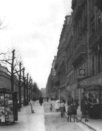 Vue de l'avenue de Kléber dans les années 1900, à hauteur de la parfumerie de Madame Froissé @Parimagine
