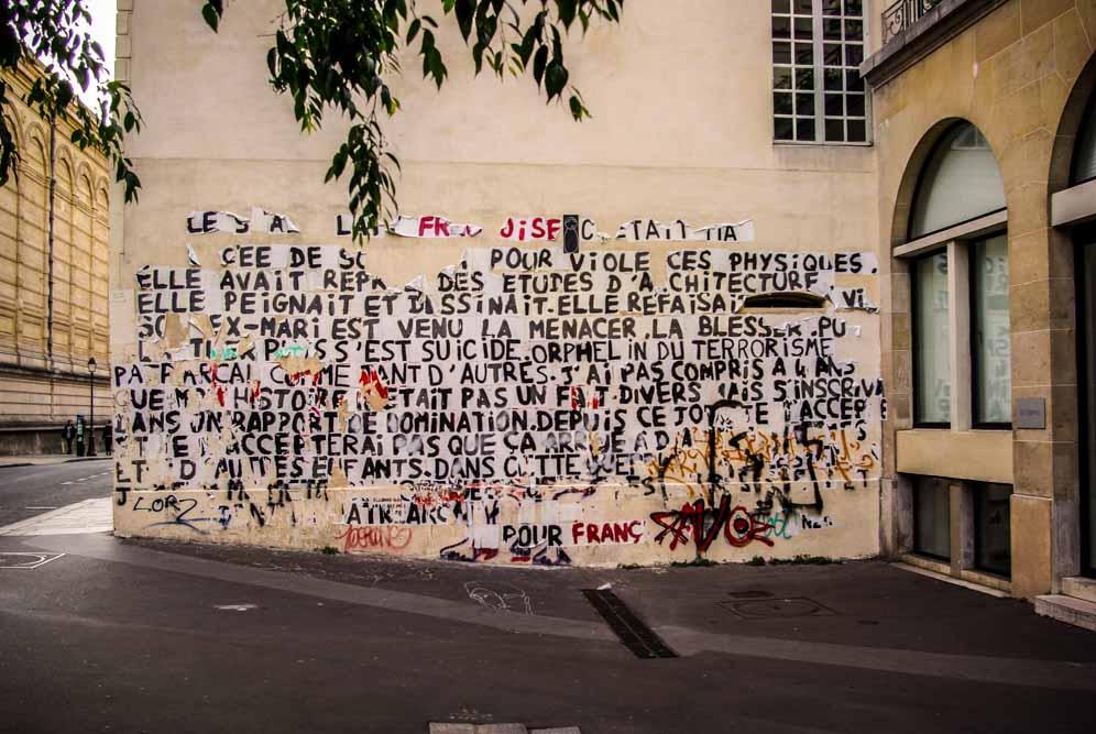 Affiches du collectif parisien Collages féminicides rue des Quatre-Fils @JBarret
