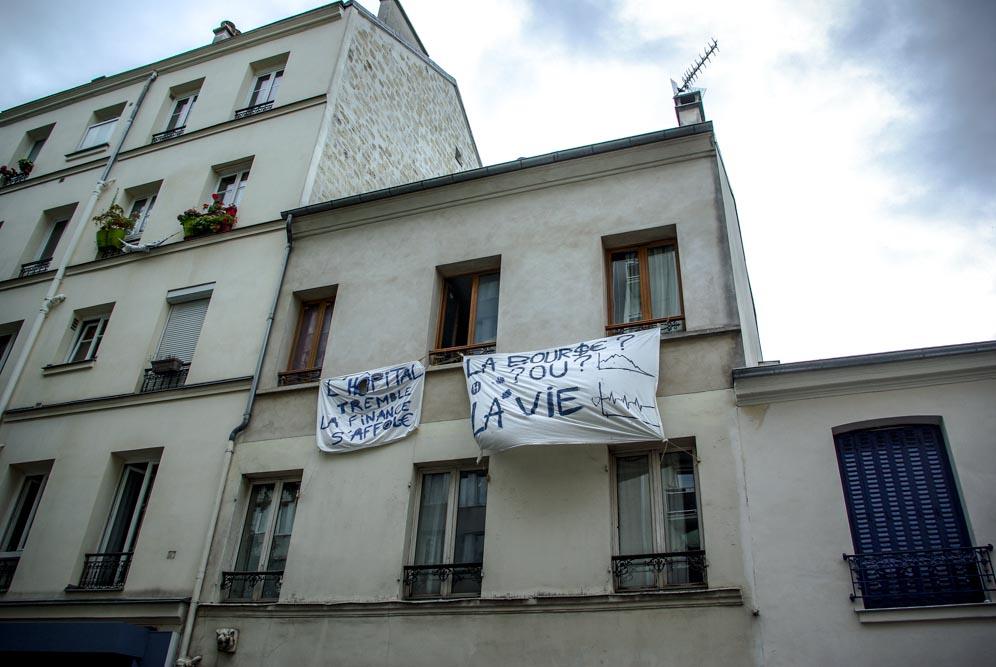 Banderoles sur un immeuble de la rue Orfila @J.Barret