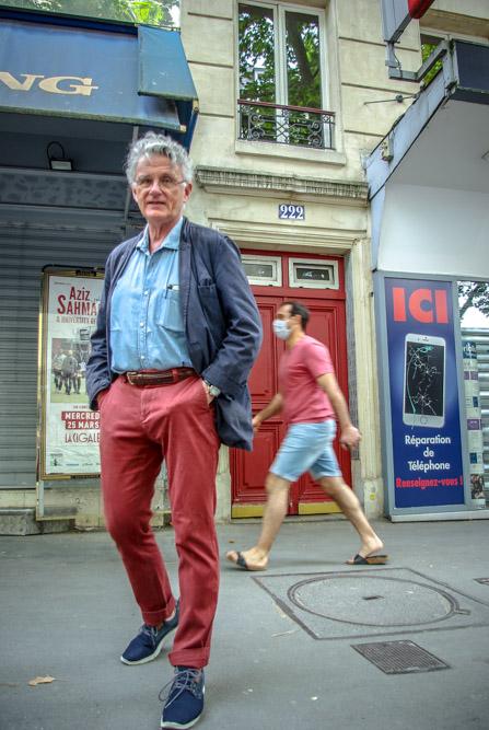 Gérard Mordillat devant l'immeuble de son enfance @J.Barret