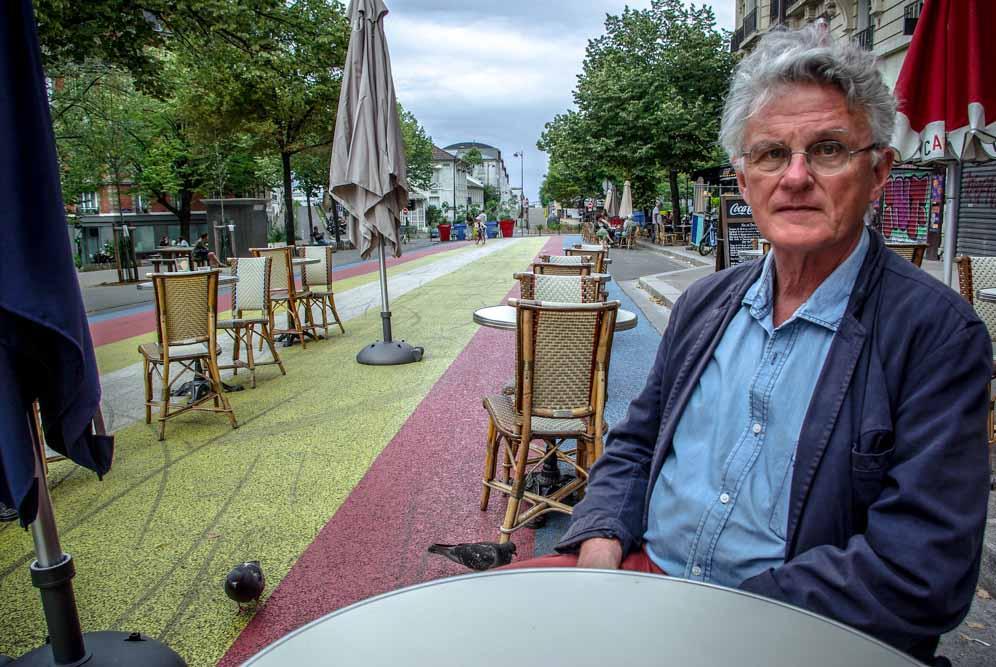 Gérard Mordillat en terrasse du Café Martin, place Martin Nadeau @J.Barret