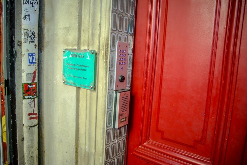 La plaque d'un psychanalyste au 222 rue des Pyrénées @J.Barret