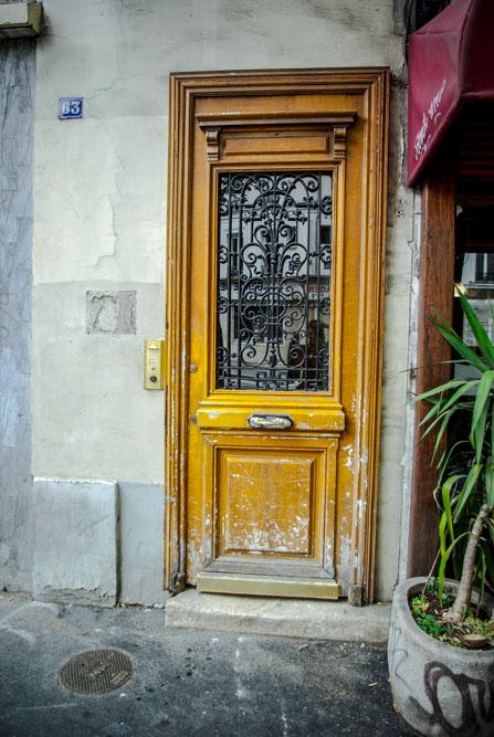 La porte du 63 avenue Gambetta, où a grandi son ami Vantrou @J.Barret
