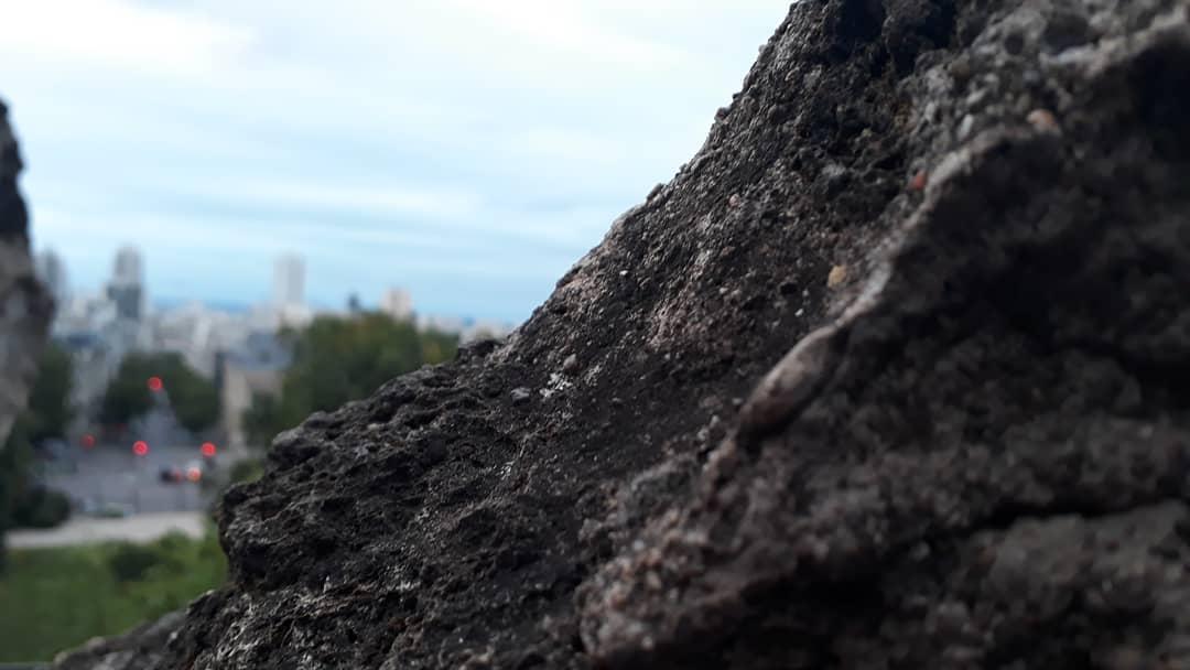 La pierre du belvédère des Buttes-Chaumont @J.Barret