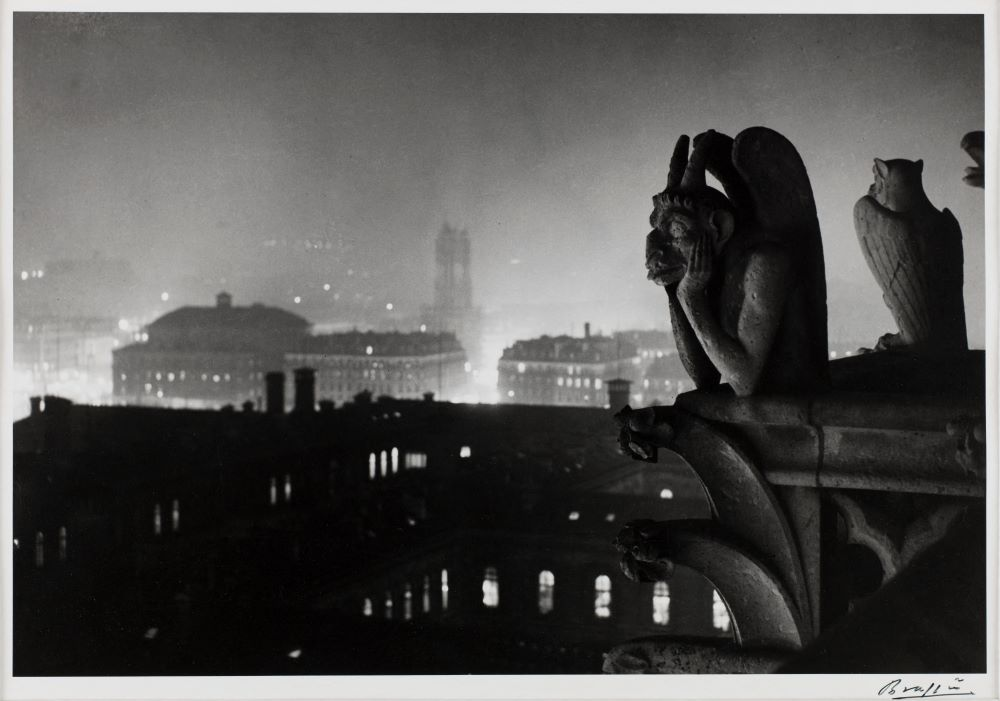 Brassaï, Vue nocturne de Notre-Dame sur Paris et la tour Saint-Jacques, 1933 © Estate Brassaï - RMN-Grand Palais