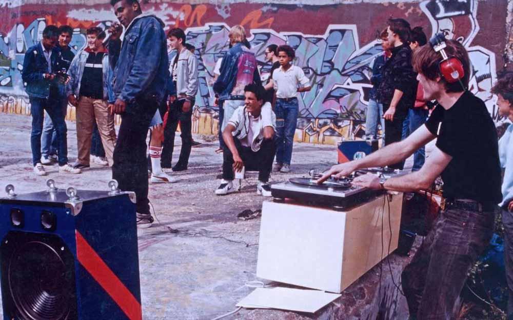Dee Nasty et Johnygo lors d'une free jam au terrain de la Chapelle en 1986 @ Enrique Estevez