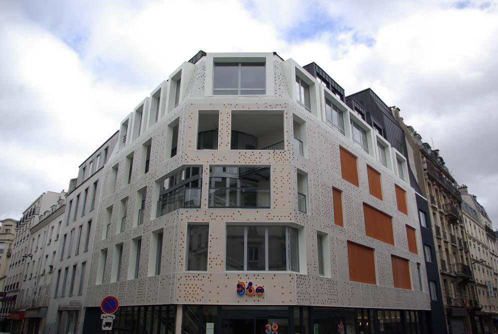 La façade du 360 Paris Music Factory, à l'angle des rues Léon et Myrha @JBarret