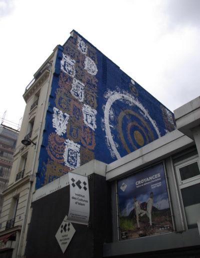 La façade de l''institut des Cultures d'Islam décorée par Tarek Benaoum, rue Léon @JBarret