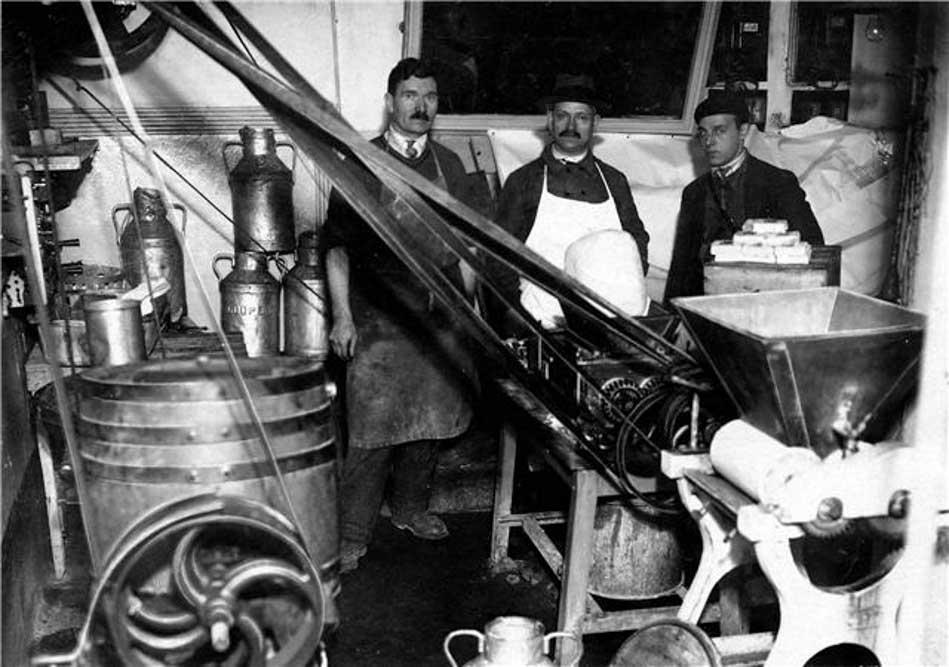 Ferme laitière du 9 rue Lakanal (coll. A. Korliakoff)