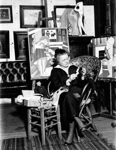 Marie Vassilieff dans son atelier de l'avenue du Maine (archives C. Bèrnes)