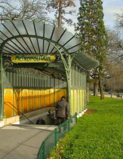 La bouche de métro d'Hector Guimard, porte Dauphine, prise en février 2020 par J. Barret