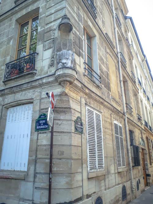 La statue tronquée de la rue Le Regrattier par J Barret